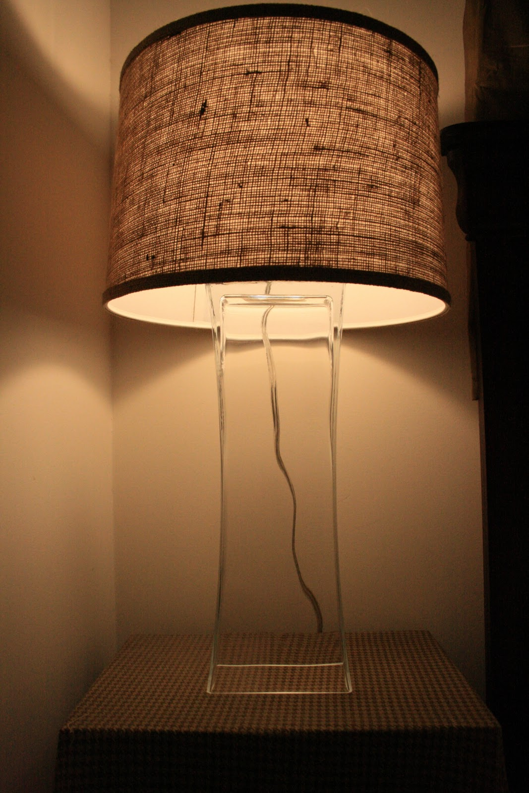Amazing use a vase to make a lamp featured on Remodelaholic