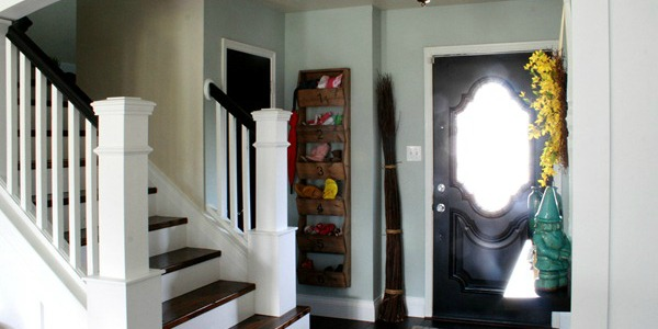 Remodelaholic entry staircase feature