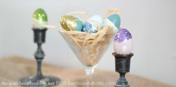 easy Easter egg ideas - paint dipped eggs by thespacebetweenblog.net for Remodelaholic.com
