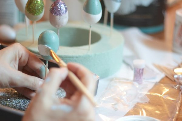 Easter egg ideas - paint dipped eggs by thespacebetweenblog.net for Remodelaholic.com