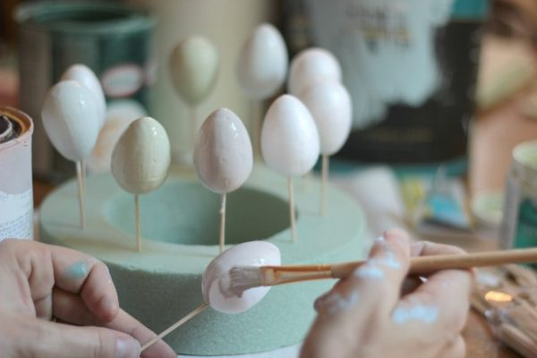 easy Easter eggs idea - paint dipped eggs by thespacebetweenblog.net for Remodelaholic.com