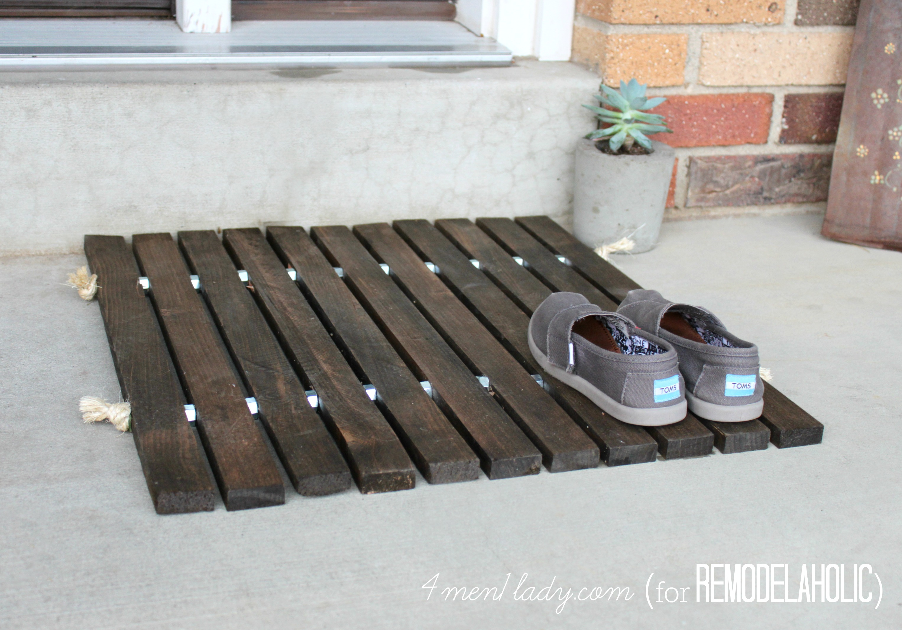 Remodelaholic | DIY Wood Stake Door Mat