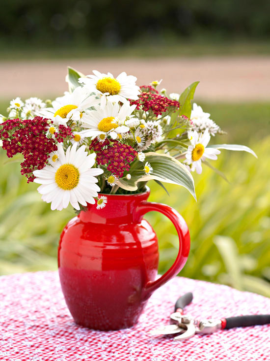 5 Tips for Arranging Flowers From the Garden