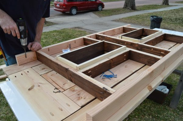 attach ice box frame to patio table top 02, Kruse's Workshop on Remodelaholic