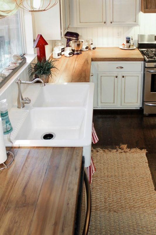 Reclaimed Wood Countertops : Remodelaholic how to create faux reclaimed wood countertops