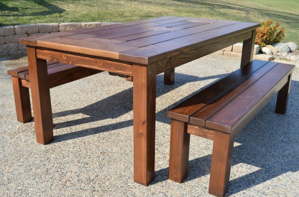 finished ice box patio table with benches, Kruse's Workshop on Remodelaholic