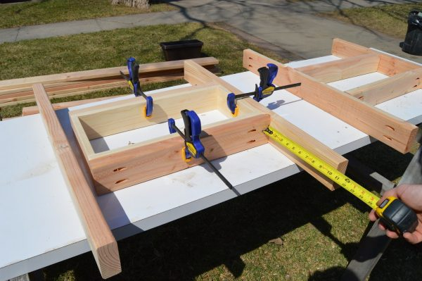 fit patio table ice box frames to supports, Kruse's Workshop on Remodelaholic