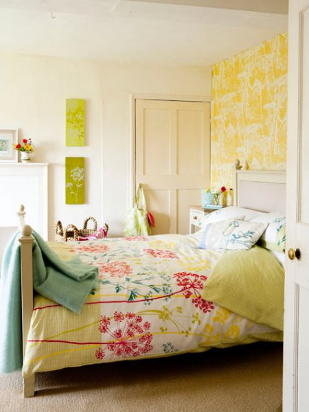 floral bedroom Refresh Restyle via Remodelaholic