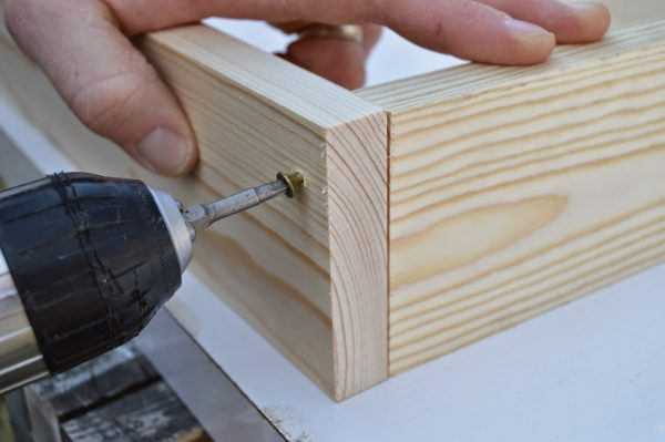 how to build ice box supports for patio table 2, Kruse's Workshop on Remodelaholic