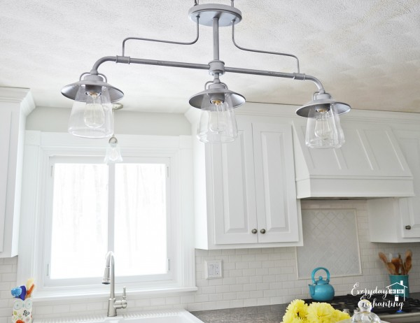 industrial light fixture in white kitchen, Everyday Enchanting on Remodelaholic