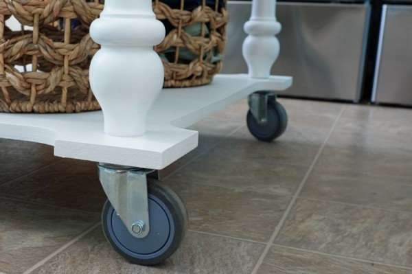 How to turn a table into a rolling island   Teal & Lime for remodelaholic.com
