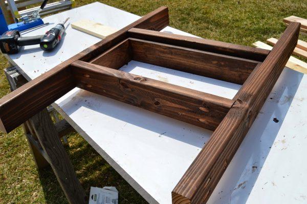 stain patio table, Kruse's Workshop on Remodelaholic