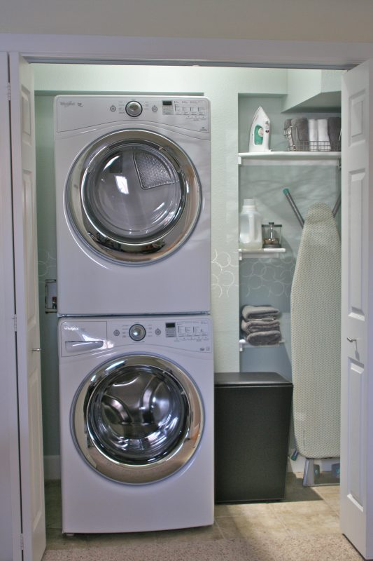 use hamper to cover dryer venting duct, Love Melinda on Remodelaholic