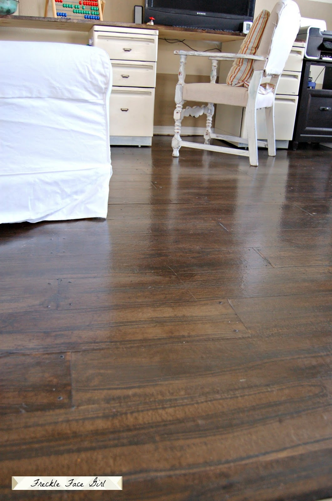 Faux wood plank floors using brown paper remodelaholic for Faux laminate flooring