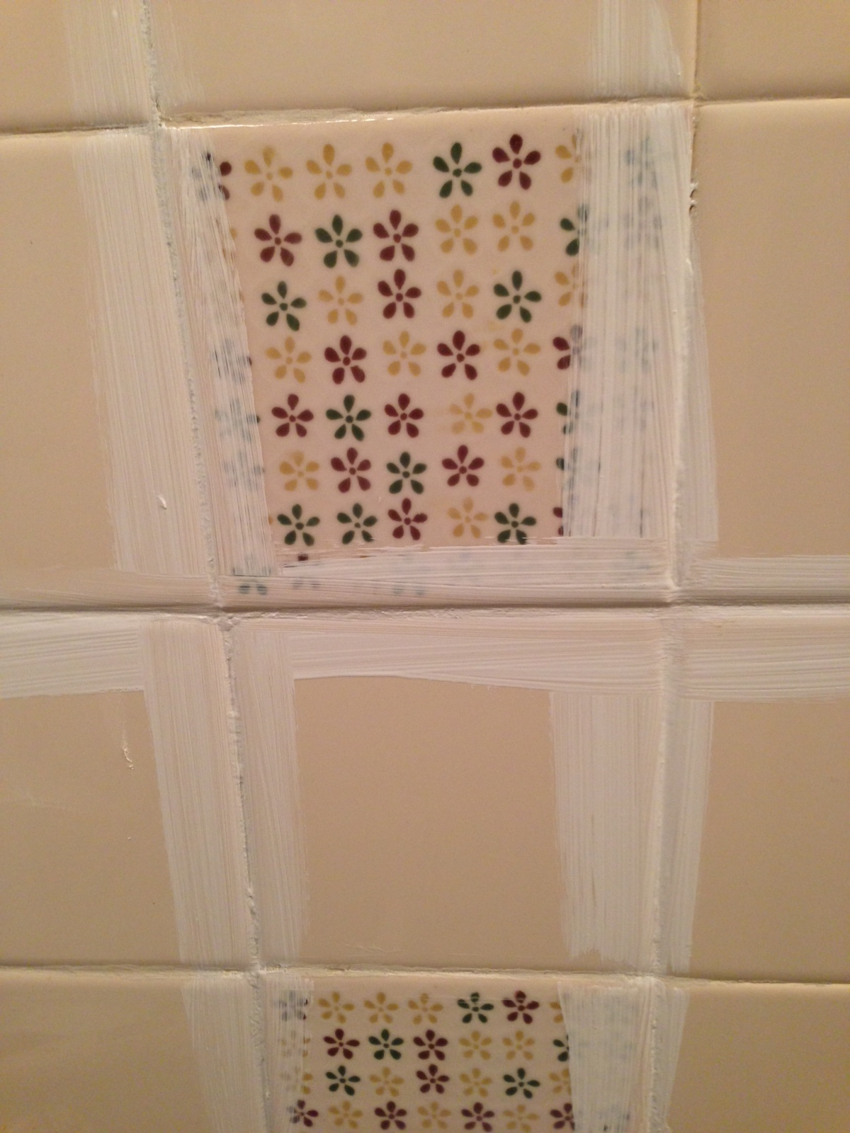 Painted tiles in bathroom - How To Paint Tile By The Learner Observer On Remodelaholic Com