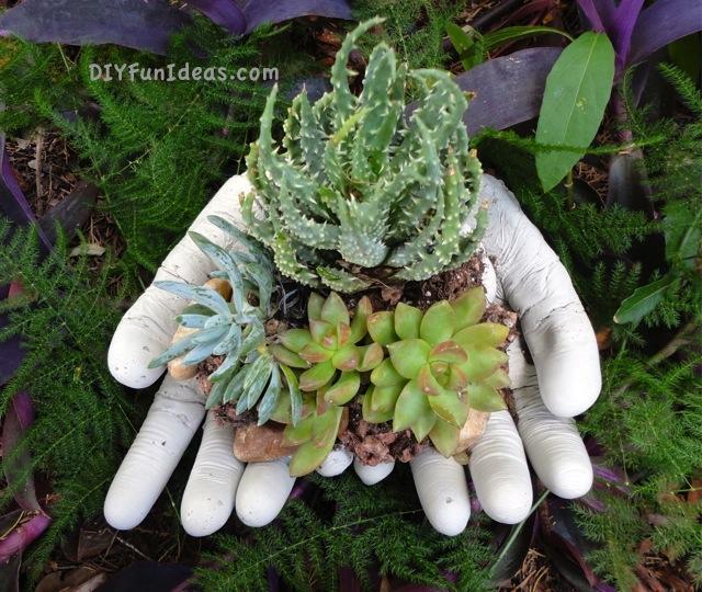 Diy Cement Planters: 25+ DIY Planter Tutorials