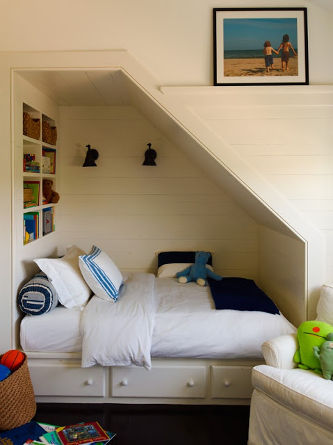Remodelaholic 25 awesome built in beds and bed nooks for Bed nook ideas