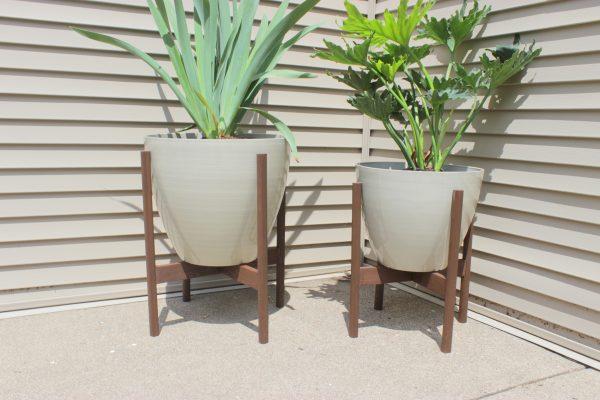 DIY Modern Planter Stands | Home Coming for Remodelaholic.com