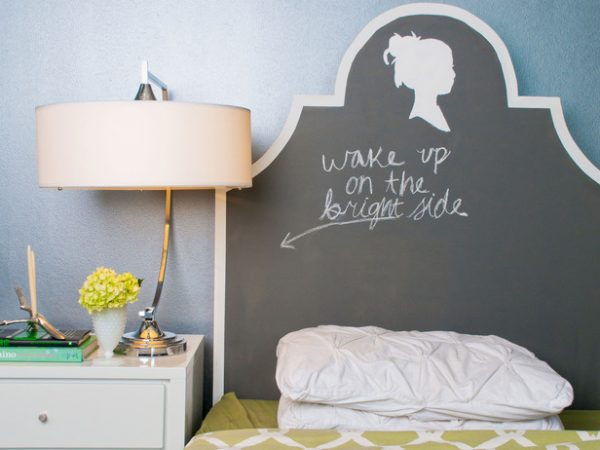 keystone chalkboard painted headboard via Remodelaholic