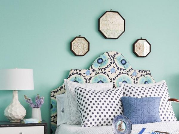 patterned scooped keystone upholstered headboard via DecorPad