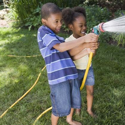 Fun summer water activity: garden hose music, from Spoonful on Remodelaholic