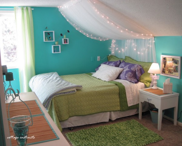 tulle-lights-canopy-cottage-instincts - Remodelaholic 25 Beautiful Bed Canopies You Can DIY