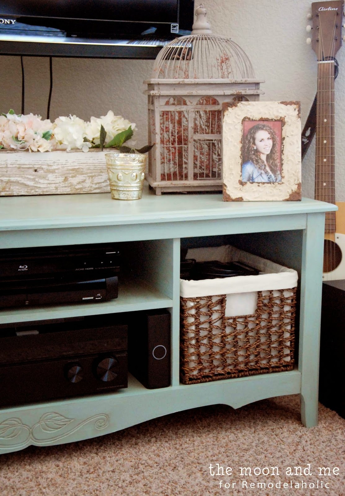 Turn An Entertainment Center Into A Tv Console Table  # Table Television En Bois