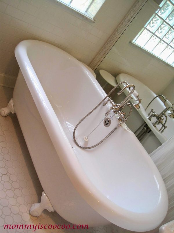 cast iron tub with mirror behind, Mommy is Coocoo on Remodelaholic