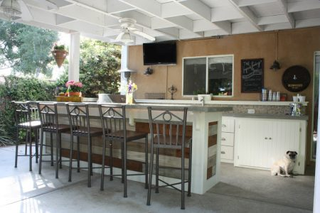 outdoor kitchenette, via Remodelaholic