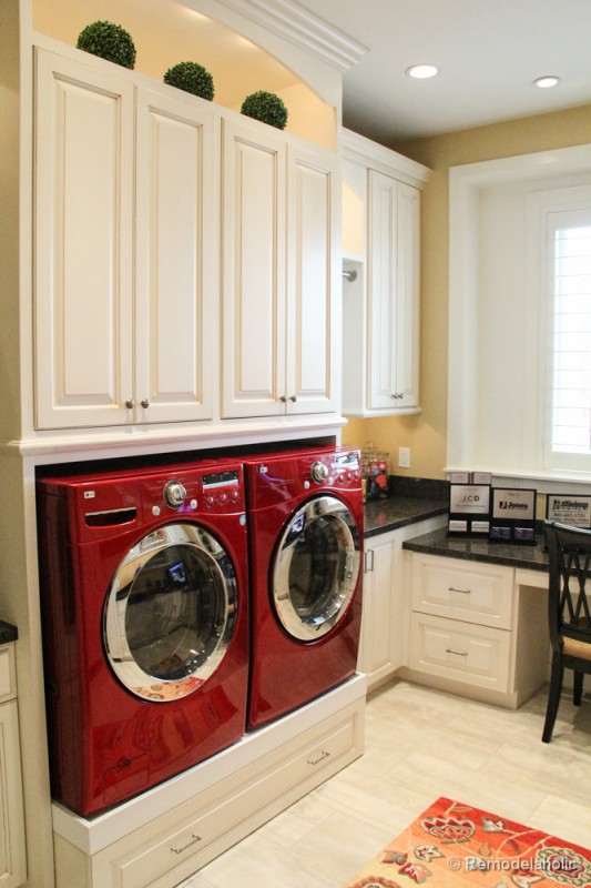 Raised front loading washing machines and dryers with drawer beneath. Fabulous Laundry room design ideas from @Remodelaholic