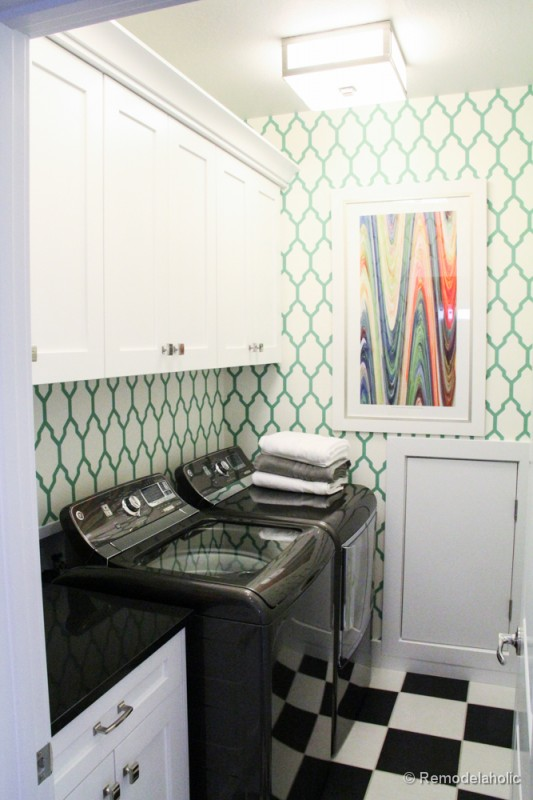 So much fun in this patterned space. Fabulous Laundry room design ideas from @Remodelaholic