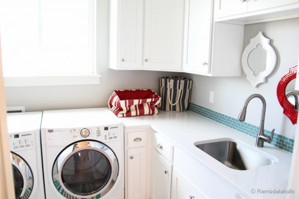 Medium Sized Laundry Rooms. Ideas and inspirations. Fabulous Laundry room design ideas from @Remodelaholic