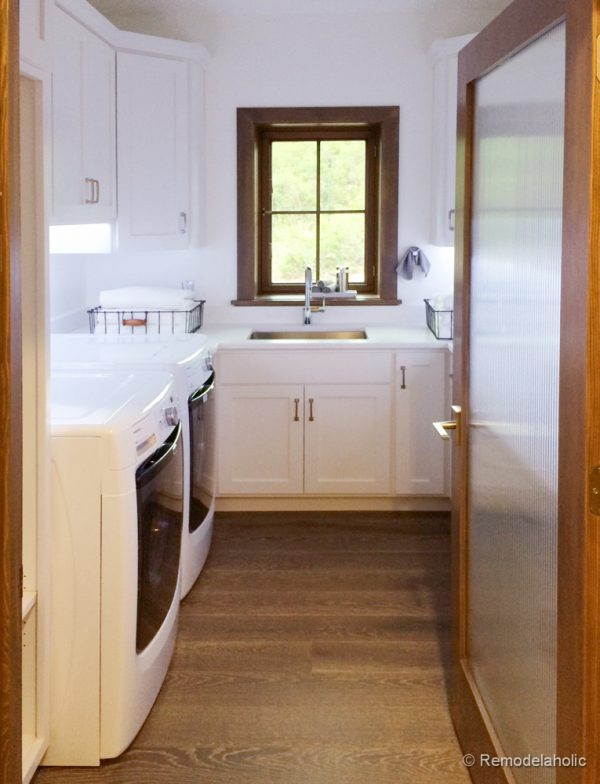White and wood toned laundry room. Fabulous Laundry room design ideas from @Remodelaholic