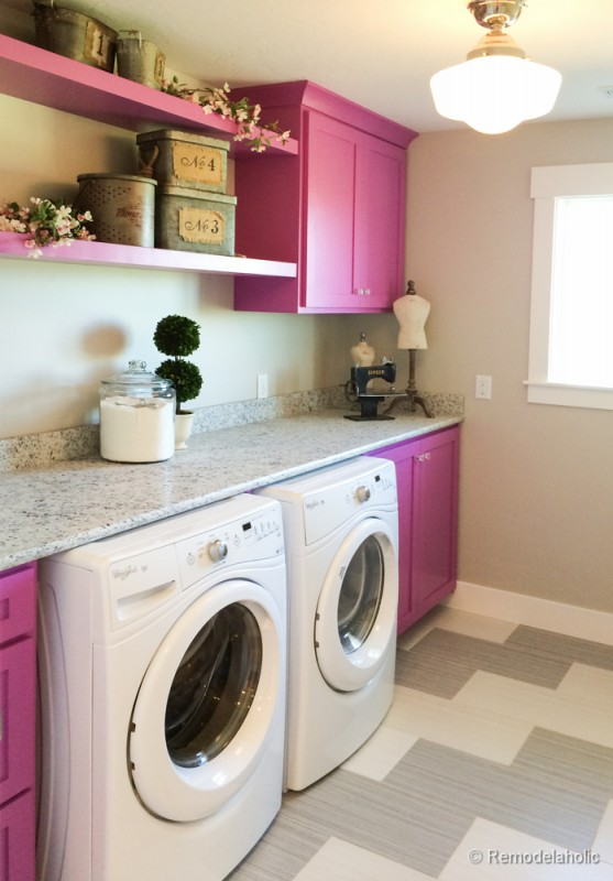 Bright and colorful laundry room with a huge countertop. Fabulous Laundry room design ideas from @Remodelaholic