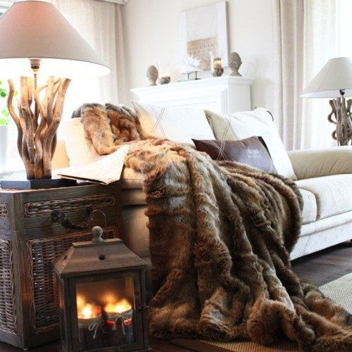 cozy fall decor via @Remodelaholic