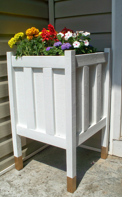 diy wooden front porch planter on Remodelaholic