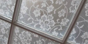 feature inexpensive DIY privacy window covering with lace, Annabel Vita on Remodelaholic