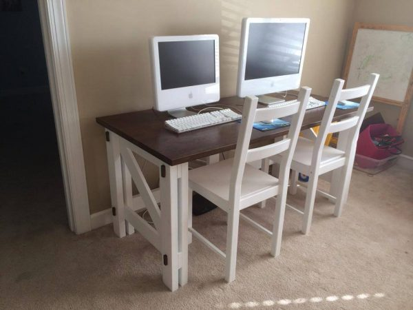 DIY Computer Desk - FREE plans! Reader projects featured on Remodelaholic.com #diy #remodelaholic