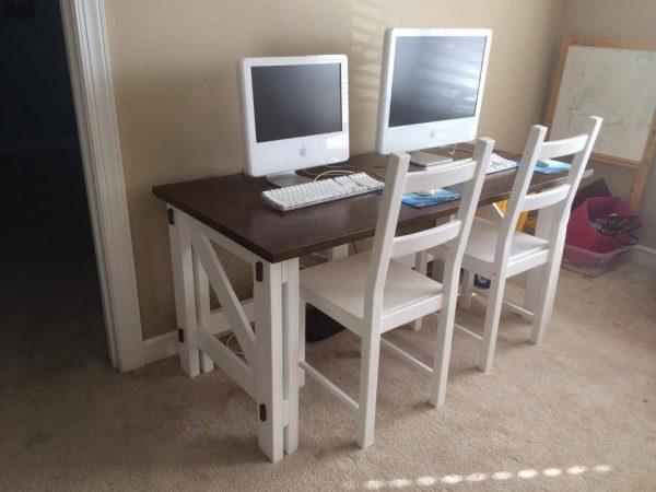DIY Computer Desk - FREE plans! Reader projects featured on Remodelaholic.com #diy #remodelaholic