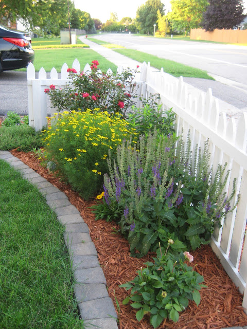 front planting bed for increased curb appeal Remodelaholic