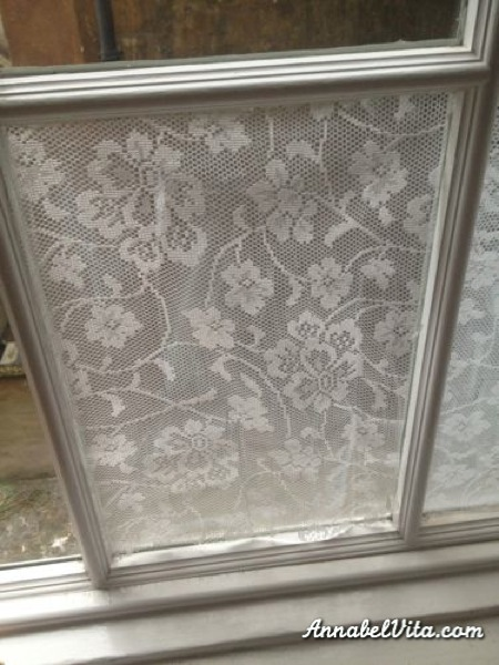 remodelaholic diy lace privacy window covering. Black Bedroom Furniture Sets. Home Design Ideas
