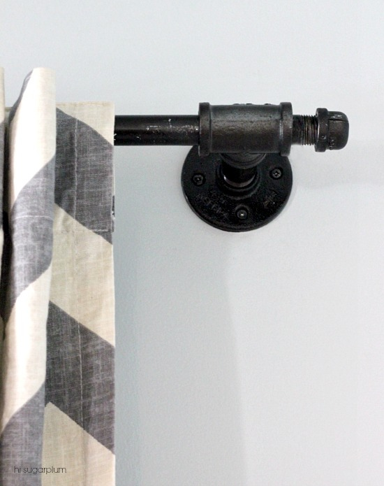 industrial pipe curtain rod Hi Sugarplum via Remodelaholic