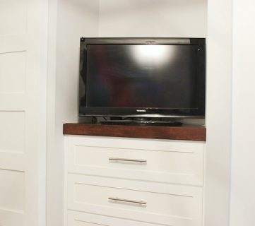 How to build a Sliding TV Platform | Home Coming for Remodelaholic.com