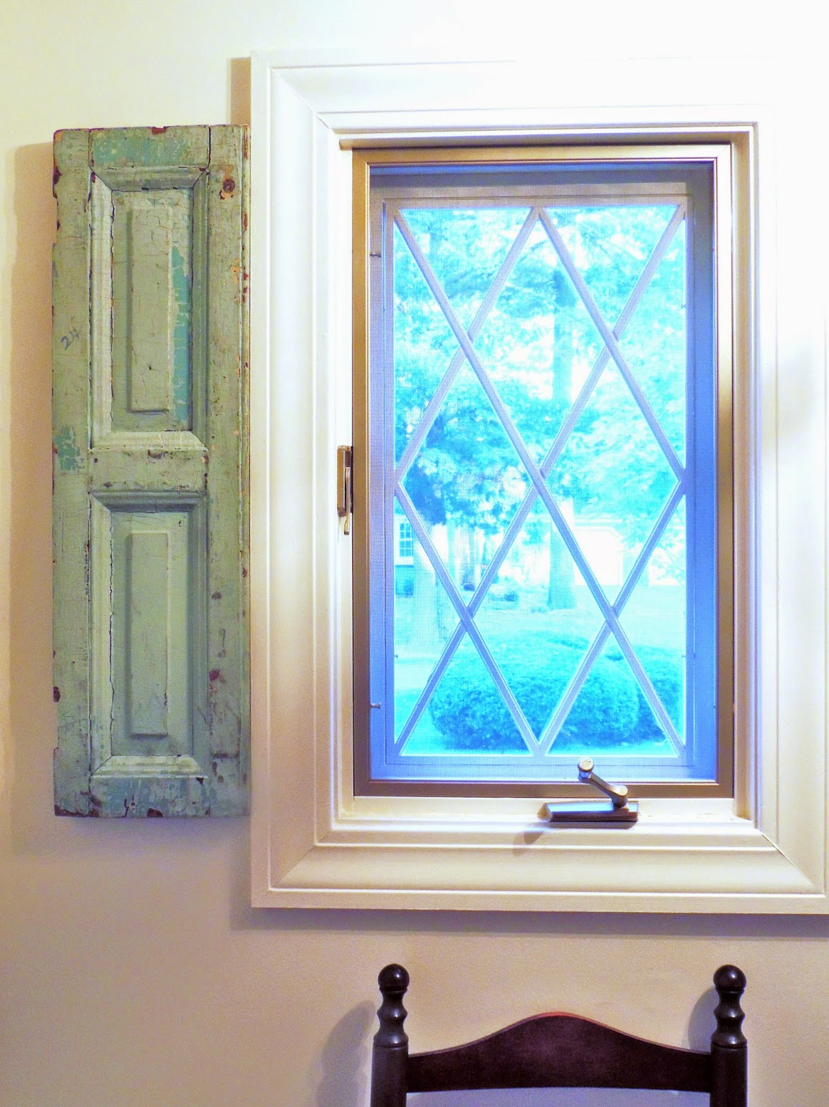 Remodelaholic 50 window projects for Decorating with old windows and shutters