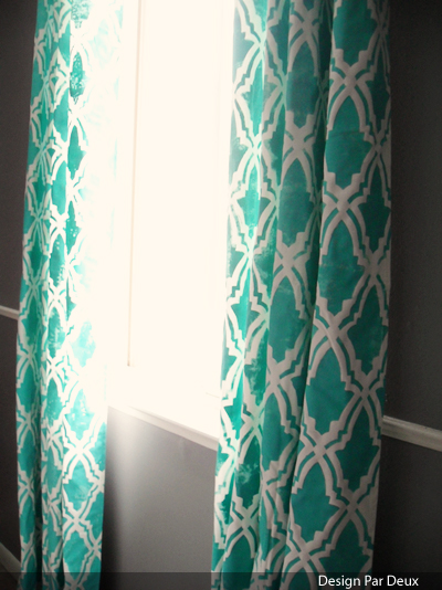 Design Par Deux - stenciled curtains - via Remodelaholic