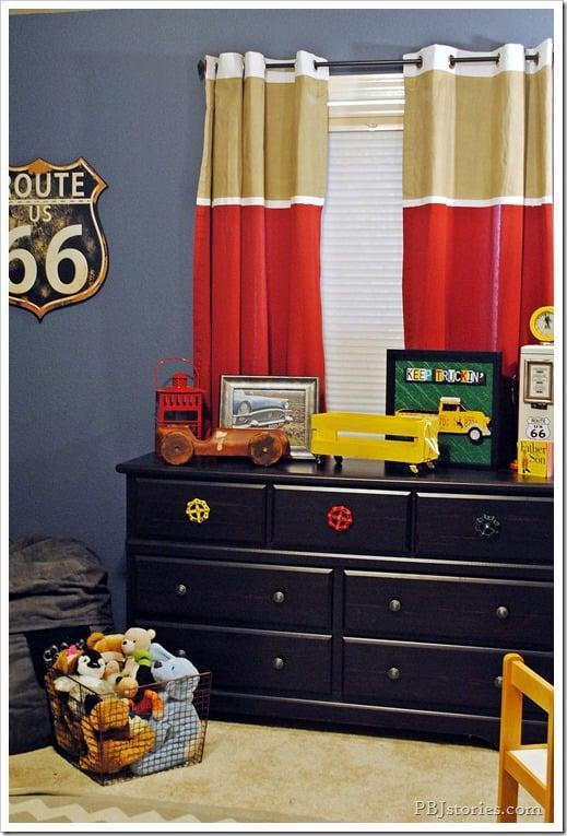 PBJ Stories - diy painted colorblock curtains - via Remodelaholic