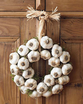 garlic wreath