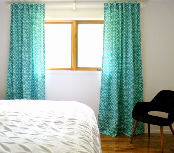 make your own back tab curtains, Dans le Lakehouse on @Remodelaholic