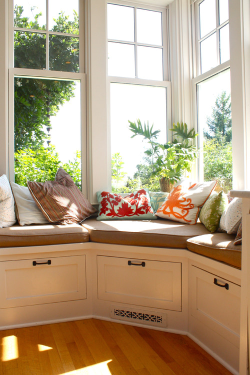 20 inspiring window seats remodelaholic bloglovin for Built in kitchen seating ideas
