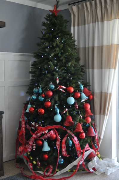 Christmas Tree Decorated Professionally : Remodelaholic how to decorate a christmas tree